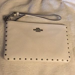 NWT 🤩 Coach Rivets Small wristlet 🤩